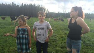 Hämäläisen perheen kolme lasta laulavat Savonlinnan oopperajuhlien kuorossa