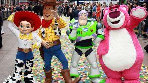 Toy Store 3. ensi-illan juhlintaa heinäkuussa 2010 Lontoossa.