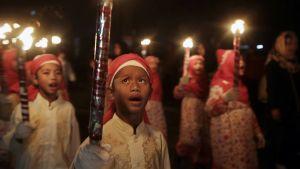 Indonesiassa on järjestetty lasten yöllinen lyhtyparaati ramadan-kuukauden päättymisen ja id al-fitr -juhlan alkamisen kunniaksi.