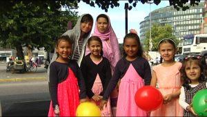 Lapset juhlivat id-al-fdriä
