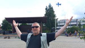 Elokuva- ja teatteritaiteilija Kari Väänänen