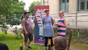 Sisäministeri Paula Risikko on Törnävän kulttuurikuun suojelija ja avasi tapahtuman sunnuntaina. Mukana myös Tero Heinämäki ja Laura Kivimäki Kultturiyhdistys KoHo:sta.