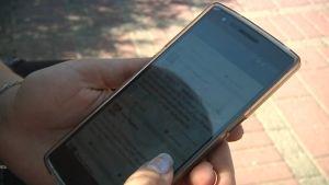 Kännykällä voi tarjoita tai etsi matkaseuraa facebook-ryhmässä.