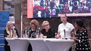 Kuvassa vasemmalta panelistit Maria Ohisalo, Jaana Nuottanen, Sirpa Pietikäinen, Vesa Linja-aho ja Warda Ahmed.