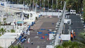Näkymä Nizzan rantakadulle perjantaiaamuna 15. heinäkuuta.