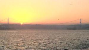 Aamu valkenee Istanbulissa.