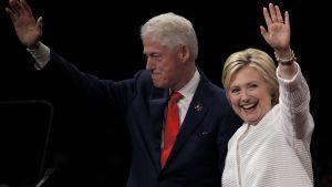 Hillary ja Bill Clinton pyrkivät jälleen takaisin Valkoiseen taloon.