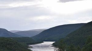 Teno, Utsjoki. Pohjois-Euroopan pisin lohijoki. Teno virtaa Suomen ja Norjan läpi.