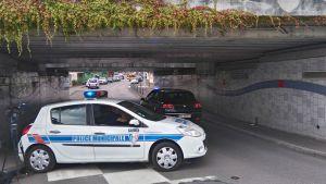 Poliisiauto katusulkuna.