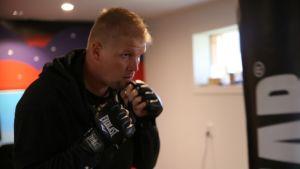 Patrik Sarinko nyrkkeilyasennossa