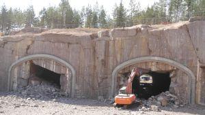 Rasa-ahonmäen kallion läpi rakennettavan tunnelin pituus on 225 metriä