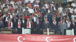 Turkin Jalkapalloliiton johto katsomossa 2016.