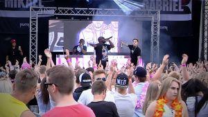 Mikael Gabriel Solar Sound esiintyy festivaalilla.