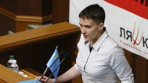 Nadija Savtšenko puhumassa Ukrainan parlamentissa.