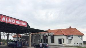 Virolaiset ovat perustaneet alkoholimyymälän raja-aseman rakennukseen Latvian puolelle rajaa.