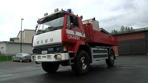 Pudasjärven paloaseman metsäkuorma-auto.