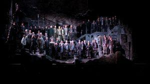 """""""Kuolleesta talosta"""" -ooppera Oalvinlinnassa."""