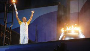 Brasilialaisjuoksija Vanderlei de Lima sytytti olympiatulen Rio de Janeirossa 5. elokuuta.