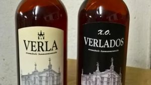 Verlados -omenatisleen nimi jouduttiin vaihtamaan ranskalaisten Calvados-tuottajien ja EU:n vaatimuksesta. Juoman uusi nimi on Verla