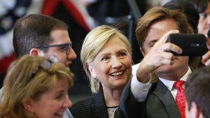 Hillary Clinton kampanjoimassa Warrenissa, Michiganissa torstaina.