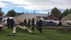 Syöksyvirtaus iski Parafestin telttoihin perjantaina Joensuussa.