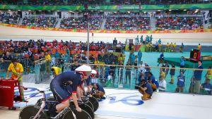 Iso-Britannia teki uuden maailmanennätyksen naisten takaa-ajokilpailun ensimmäisellä kierroksella.
