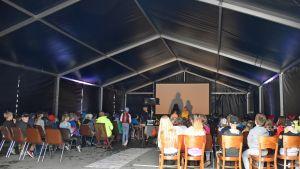 Savonlinnan luontoelokuvafestivaalin teltta
