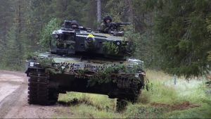 Leopard taistelupanssarivaunu Rovajärvellä.