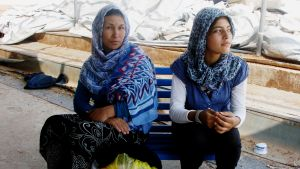 Afganistanilainen Fateme Ahmadi alkaa menettää toivon turvalliseen elämään lapsilleen.