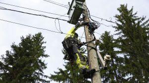 Sähköhäiriöiden korjaus sujuu turvallisesti päivänvalossa.