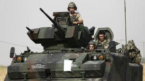Turkin armeijan sotilaat valmistautuivat iskuun Syyrian rajalla 26. elokuuta.