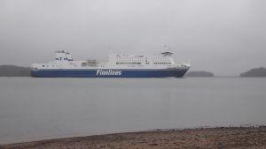 Finnlesin laiva Ruissalon edustalla