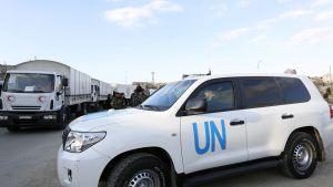 Syyrian Punaisen puolikuun avustuskuljetuksia matkalla Syyrian hallituksen valvomalle alueelle