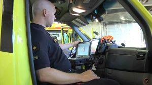 Paperiton ambulanssi vähentää paperisotaa ja parantaa potilaiden turvallisuutta