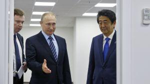 Presidentti Vladimir Putin, pääministeri Shinzo Abe