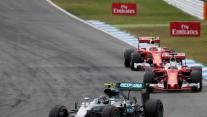 F1: Räikkönen ja Vettel jahtaavat Mersua
