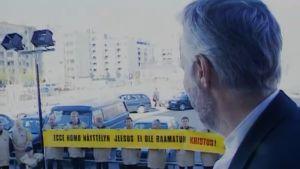 Papit osoittivat mieltään Ecce Homo -näyttelyä vastaan Helsingissä kesäkuussa 2000.