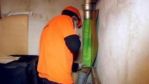 Sukituksessa käytettävä uusi putken sisäosa on asennettu vanhan viemäriputken sisään.
