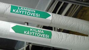 Nummelan Kisarinne-asuntoyhtiön pannuhuoneessa on putki poikineen.