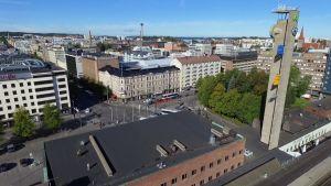 Ilmakuva Tampereen keskustasta ja rautatieasemasta