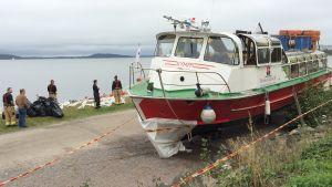 Matkustajalaiva M/S Kymppi rannalla