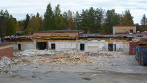 Takajärven koulua on alettu purkaa syyskuussa 2016.