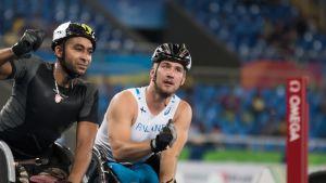 Henry Manni kelaa paralympiapronssia Riossa