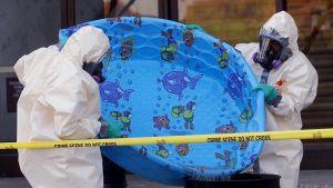 Turvamiehet käyttävät muoviuima-allasta apunaan Yhdysvaltain kongressin tarkastuksissa 7.11.2001.
