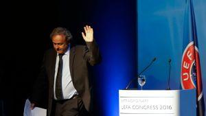 UEFAn entinen puheenjohtaja Michel Platini hyvästelee liiton.