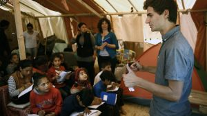 vapaaehtoisten ylläpitämä koulu Idomenissä Kreikassa