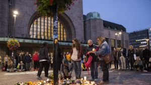 Helsingin Asema-aukio muistotilaisuus 18. syyskuuta.