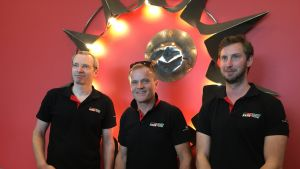 Toyotan pääsuunnittelija Simon Carrier, tallipäällikkö Tommi Mäkinen ja pääinsinööri Tom Fowler.