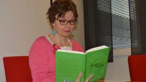Oululaiskirjailija Katja Törmänen julkaisi teoksensa joukkorahoituksen turvin.