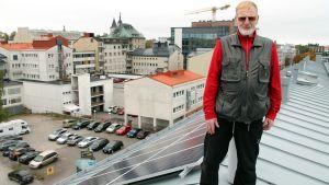 aurinkovoimala, katto, aurinkovoima, aurinkopaneeli, taloyhtiö, Jorma
